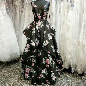 Dresses & Skirts - Gorgeous Black Floral Ballgown